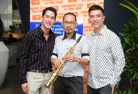 (Left-right): Asada Panichkul, Aht Gunlayanakupt and Serm Phenjati, owner of dusitD2 baraquda pattaya.
