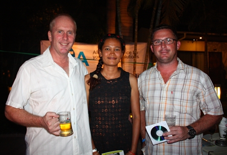 (L to R) Mark Thomson, Director of Australasia Holdings Ltd., Nittaya Thomson and Gavin Perfect, MD of Paradise City Property.