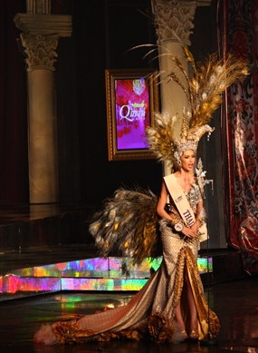 Second runner-up Panvilas Mongkol wears an exquisite contemporary Thai national costume.
