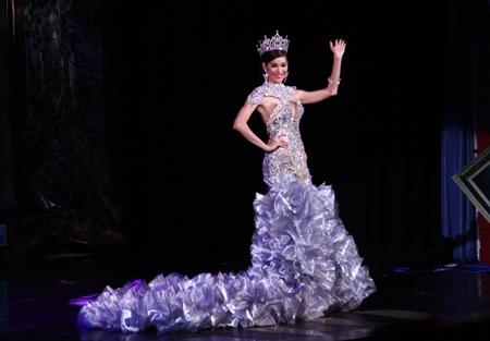 Miss International Queen 2011 Sripassorn Attayakorn bids a final farewell before surrendering the crown to Miss International Queen 2012.