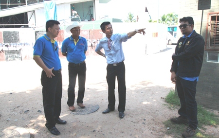 Permanent Secretary Pakorn Sukhonthachat tours the South Pattaya construction site with Walking Street community chief Sunthorn Kangsirikul.