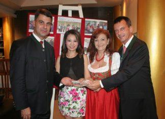 (From left) Ambassador Dr. Peterlik, Elfi Seitz and General Rudolf Hofer present 77,780 baht to Praichit Jetpai.