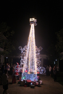 Bikes and bulbs combine to make Thanyapura's dazzling Christmas tree entirely unique.