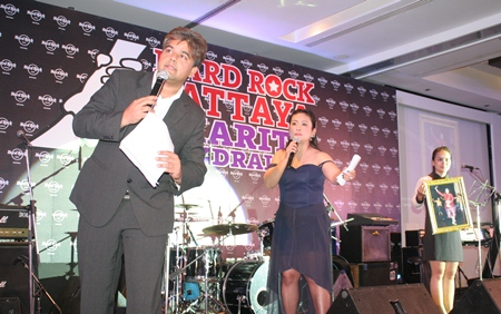 The 'dynamic auctioneers' Tony Malhotra and Rungratree Thongsai raised over 500,000 baht.