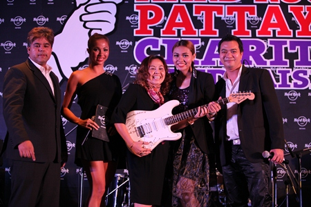 Panisa Wachirananthakul is thrilled as she receives the signed guitar from Gam. Panisa bid 35,000 baht for the musical instrument.