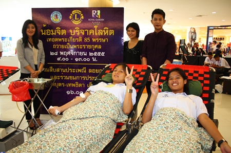 Pattaya students donate blood as part of the Loy Krathong celebrations at Royal Garden Plaza.