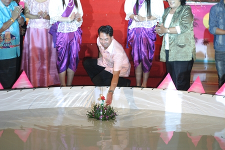 Mayor Itthiphol Kunplome ceremonially floats the first krathong at Bali Hai to officially kick off this year's Loy Krathong celebrations.