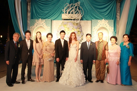Deputy Prime Minister of Thailand and Minister of Tourism and Sports Chumpol Silpa-archa (4th from left) presided over the wedding of Royal Cliff's Vice-President Vathanai Vathanakul (5th from left) and his beautiful bride Ms. Ummarapas Julkasian (5th from right) at the Royal Cliff Beach Hotel's Infini Poolside. Pictured here are the groom's mother Panga Vathanakul, Managing Director of Royal Cliff (2nd from right), father Chan Vathanakul (far left) and brother Vitanart Vathanakul, Executive Director of Royal Cliff (2nd from left). Also in attendance are the bride's mother Mrs. Uthaiwan Threetanyutakul (far right), Chonburi Governor Khomsan Ekachai (3rd from right) and Chumpol's wife Mrs. Duangmal Silpa-archa and daughter (3rd and 4th from left).