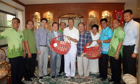 Chonburi MPs Santsak and Porames Ngampiches (3rd & 4th left) and Mai Chaiyanit (5th right) mayor of Nongprue municipality lead their executives to wish Gen. Kanit a happy birthday.