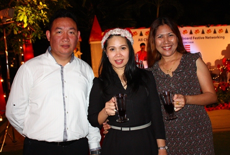 (L to R) Pinyo Siriton, Director, Sales, Dueanpen Thongsombat, Assistant Director of Sales, Amari Orchid Pattaya and Supawadee Rodwinit from ABC Group.