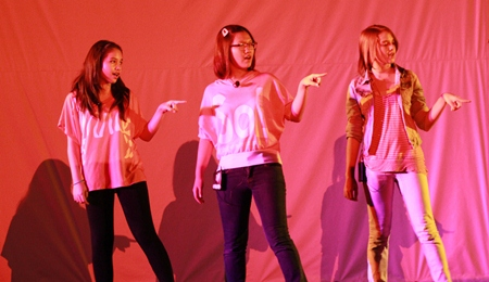 Three GIS stars perform 'Somebody's Eyes'.