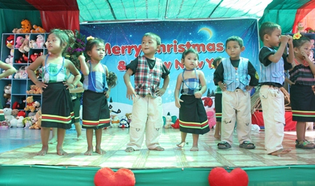 Little ones give a fun 'Aye Bo Rak' (I don't love you) performance.