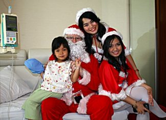 Santa and his helpers visit children at Bangkok Hospital Pattaya to spread the cheer and to remember those less fortunate, giving a little to make their lives better, something we all should do. At this holiday time of warmth and happiness, the Pattaya Mail team wishes everyone a Merry Christmas and hope everyone enjoyed a Happy Chanukah December 8-16. May there be peace on earth and goodwill towards all.