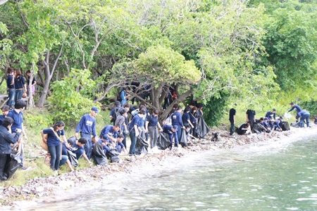 Navy sailors join up to 300 people to help clean up the shores and plant coral around Koh Khram.