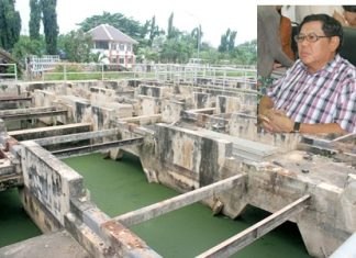 The water-treatment plant on Soi Wat Boonkanjanaram is proceeding slowly, and Sanitation Department Director Wirat Jeerasriphaithun (inset) said if the contractor runs over schedule again, it will be fined 1.3 million baht per day.