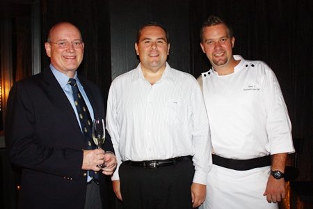 (L to R) MBMG Group Managing Director Graham Macdonald, Central Vice-President Ross Marks and Hilton Pattaya Executive Chef Shaun Venter.
