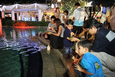 Some corporate guests came with their families and had the opportunity to celebrate Loy Krathong in advance.