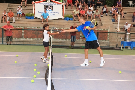 Mikhail Youzhny interacts with a young Fitz Club member giving her valuable tennis tips.