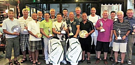 IPGC 2012 champions & trophy winners pose for a group photo.