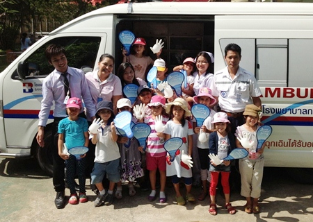 Students at the International School of Chonburi were thrilled when an ambulance from the Bangkok Hospital Pattaya arrived at their school recently. The EMS team gave kids a grand tour of their state-of-the-art ambulance which is fitted with the most sophisticated medical equipment.