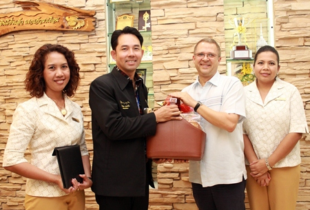 Andre Brulhart(2nd right), GM of the Centara Grand Mirage Beach Resort Pattaya, extends his best wishes for the New Year to Mayor Itthiphol Kunplome at Pattaya City Hall.