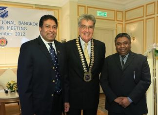 Skål International Bangkok, part of the travel and tourism industry networking organisation which has 19,000 members worldwide, met at the Dusit Thani hotel in Bangkok recently to discuss aviation issues in Thailand. Guest speakers were two Bangkok-based airline industry experts: Sharuka Wickrama-Adittaya (left), GM of Sri Lankan Airlines and Joe Rajadurai (right), GM at Qatar Airways. Pictured centre is Skål International Bangkok President Dale Lawrence who moderated the panel discussion.