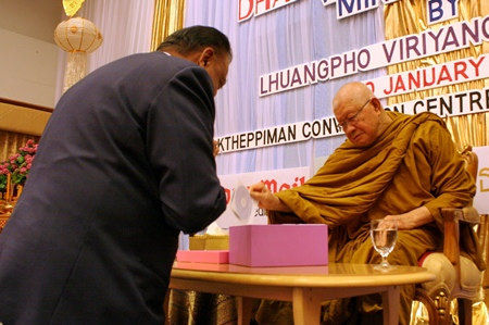 Pratheep Malhotra presents 200 DVDs of Phra Dhammamongkolyarn's biography which was translated and produced in the English language by the Pattaya Mail Media Group.
