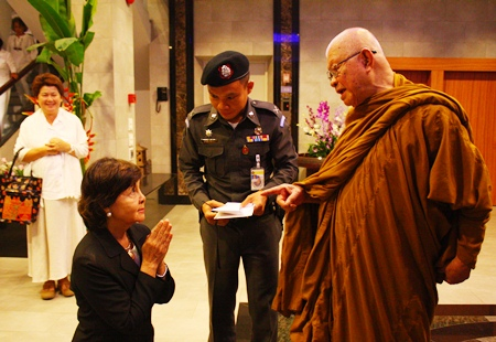 Sopin Thappajug bids farewell to her meditation master at the end of a most educational evening.