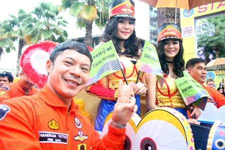 Soowai mak - the Central Festival Pattaya Beach team smiles during the opening parade.