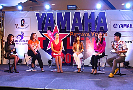 Contest organizer Alisa Phanthusak (2nd right), Darika Phanthusak (3rd left), director of Yamaha Thailand Music School, Pattaya, Jintana Wittana, music consultant for the Yamaha Music School, and Isika Songserm (2nd left) from Central Festival Pattaya Beach, announce the 5th Yamaha Pattaya Young Talent.