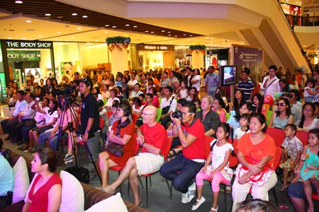 A large crowd gathers to watch the amazing performances during the press conference.