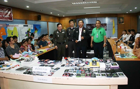 Copyright police strike again, this time the mobile phone vendors at Tukcom in South Pattaya.