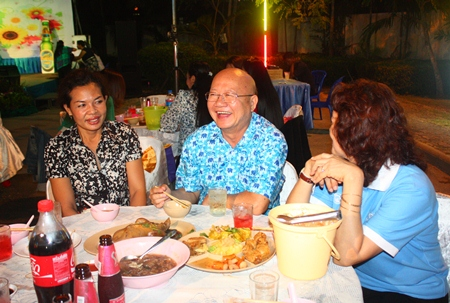 Deputy Mayor Wattana Chantanawaranon (center) enjoys talking with employees while celebrating the New Year at a party thrown by the Education Office.