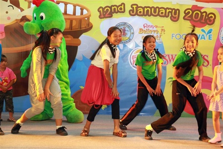 Schoolgirls do their best Gangnan performance at Royal Garden Plaza.