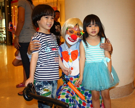 Bozo the Clown and balloon figures - what more could a child hope for on Children's Day…