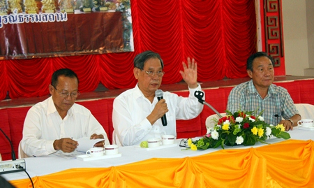 (L to R) Prasit Thongthitcharoen, head of the relief unit, Visit Chaowalitnittithum, president of foundation, and Wichian Pongthawornpinyo, vice president of Sawang Boriboon Thammasathan Foundation, head the foundation's AGM.