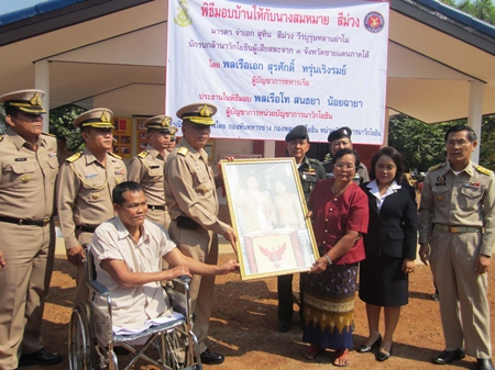 Petty Officer 1st Class Suthin Seemuang and family receive their house from the Royal Thai Navy.