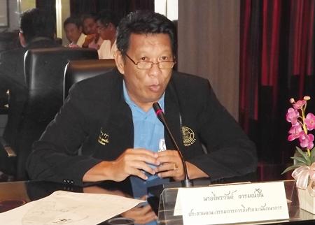 Councilman Praiwan Arromchuen presides over a meeting to restore the Pattaya Youth Sports Center.