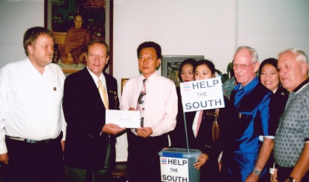 Max and fellow board members Thor Halland, Richard Smith and Roger Fox present a donation of 50,000 baht from PCEC members & friends to then Pattaya Mayor Niran Wattanasartsathorn, as aid for the victims of the 2004 Andaman Tsunami.