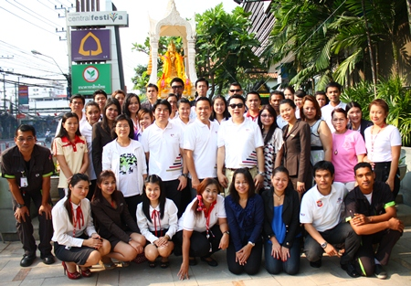 Management and employees gather for a group photo to mark Central Festival Pattaya Beach's 4th anniversary.