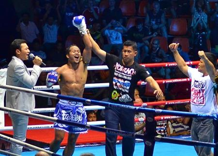 Yodsanklai Fairtex (center) celebrates his victory over Kem Sitsongpeenong.
