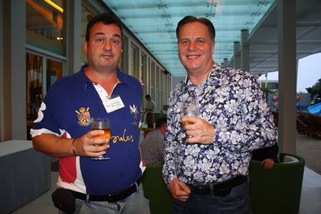 (L to R) Joe Barker-Bennett, Chairman of Eastern Seaboard BCCT Group and Simon Matthews, Country Manager Thailand, Manpower Group.