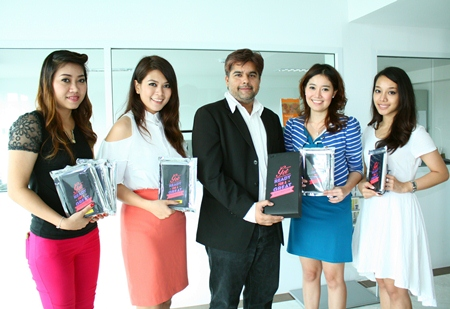 Tony Malhotra (centre), Director of Business Development of the Pattaya Mail Media Group, is all smiles as (l-r) Porntip Dubtook and Nadtaya Sa-nguanvong, Promotion Officers, Central Pattana PCL, Chonnikarn Chaimuangmool, Senior Marketing & PR and Lalida Neangnitnaraporn, Marketing & PR, Central Pattana PCL, Pattaya Beach came by the office to wish him Kung Hei Fat Choi.