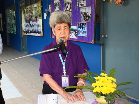 Aurora Sribuaphan, director of Pattaya Redemptorist School for the Blind, welcomes one and all to the 2013 school sports day.