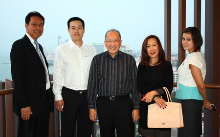 (L to R) Sompat Jantawan (GM of Tsix5 Hotel), Somkhit Tonsaiphet (The Zign), Chatchawal Supachayanont (Dusit Thani Pattaya) and Jitmanee Siravithayavanich (Way Hotel) enjoy the sights of the Hilton Hotel.