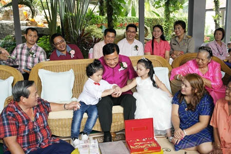 Sattahip Mayor Phawat Lertmukda presides over a mock engagement ceremony for 4-year-old fraternal twins Mongkolsiri and Sirimongkol Tangtrongcharoen.