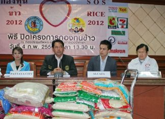 (L to R) YWCA Bangkok-Pattaya Center Chairwoman Praichit Jetpai, Mayor Itthiphol Kunplome, Alcazar GM Phawin Phettrakul and Foundation President Rev. Michael Picharn Jaiseri announce the success of this year's S.O.S. rice campaign.