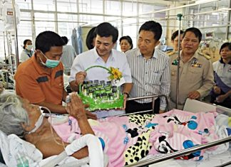 Deputy Public Health Minister Cholnan Srikaew wraps up his visit by presenting gifts to hospitalized patients.