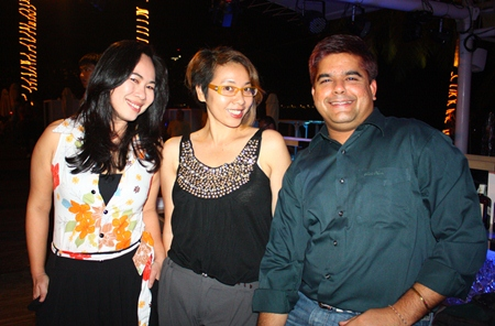 (L to R) Urai Patenya, Sales & Marketing Manager from Eastern Star Resort Country Club; Janjira Buanlee, Public Relations Manager, and Tony Malhotra, Deputy Managing Director, Pattaya Mail Media Group enjoy the cool night.