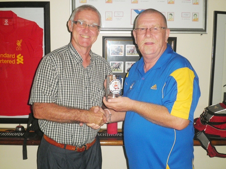 Peter Grey (right) presents the Growling Swan Monthly Mug to PSC President Tony Oakes.